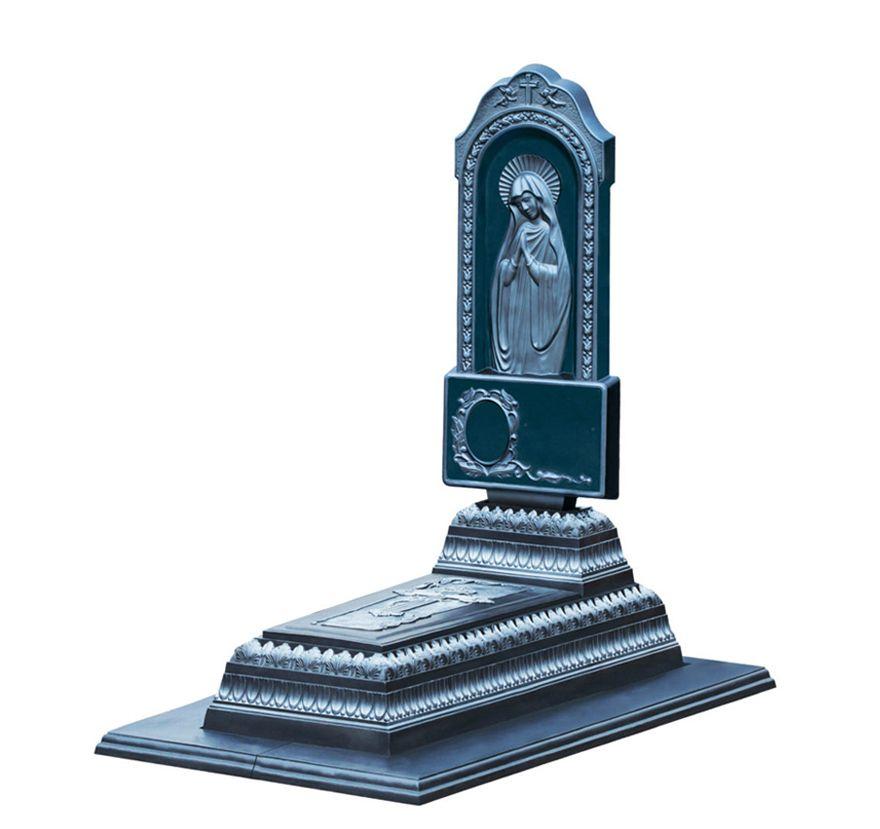 Бетонный памятник «Лавр ‑ Матерь Божья ‑ Графит»